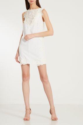 Белое мини-платье с кружевными вставками