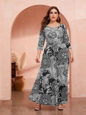 Платье с поясом и графическим принтом размера плюс