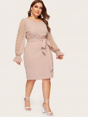 Размер плюс платье-карандаш в горошек с поясом и оригинальным рукавом