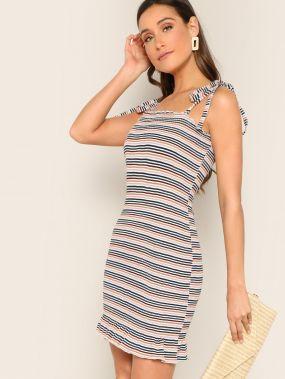 Трикотажное платье в полоску с узлом на бретелях