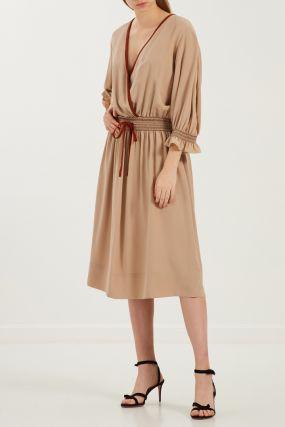 Бежевое платье с контрастной отделкой
