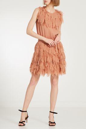 Коктейльное платье с имитацией перьев