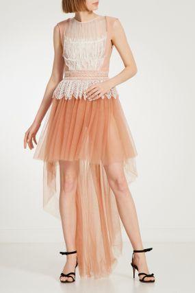 Платье с асимметричным подолом и кружевной отделкой