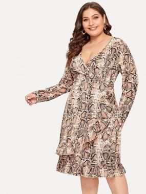 Размер плюс платье с змеиным принтом и оборками