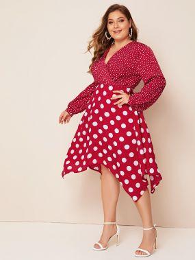 Платье в горошек размера плюс с v-образным вырезом