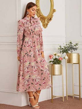 Платье с воротником-бантом и цветочным принтом