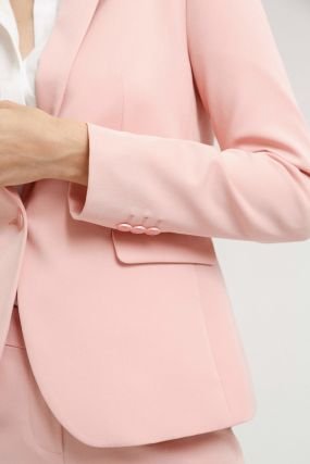Женственный пиджак делового стиля