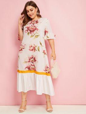 Кроить и шить платье с цветочным принтом размера плюс
