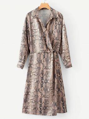 Платье-рубашка с запахом и с рисунками змеиных кож