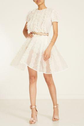 Короткое белое платье с отделкой