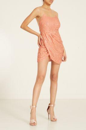 Розовое платье с блестками