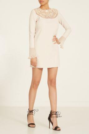 Бежевое платье с вышивкой