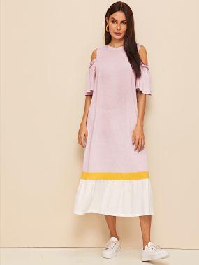 Контрастное платье с оригинальным рукавом и открытым плечом