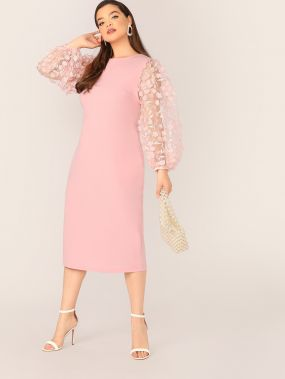 Платье-карандаш размера плюс с сетчатым рукавом и 3D аппликацией