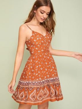 Платье с пуговицами, завязкой и цветочным принтом