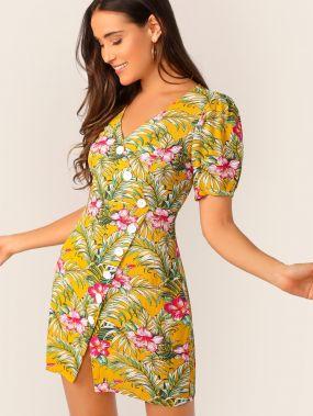 Платье с асимметричными пуговицами и цветочным тропическим принтом