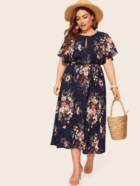 Платье с цветочным принтом и поясом размера плюс