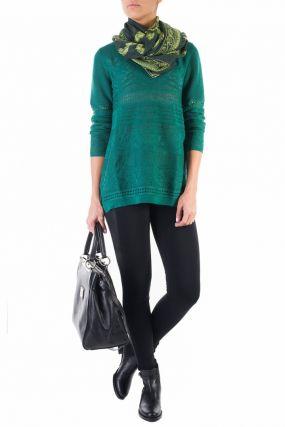 Зеленый свитер с декором