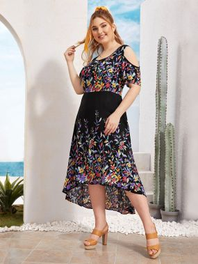 Платье с открытым плечом и цветочным принтом размера плюс