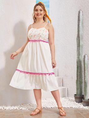 Платье на бретелях размера плюс с помпоном