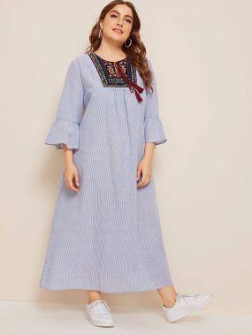 Платье в полоску размера плюс с вышивкой