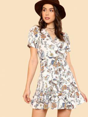 Модное платье с оборкой и цветочным принтом