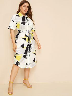 Платье-рубашка с геометрическим принтом размера плюс