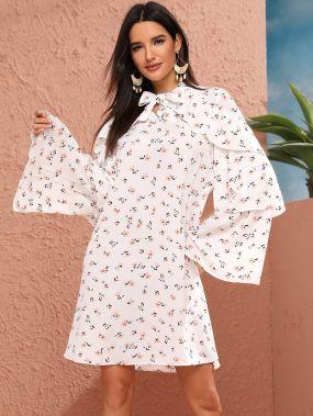 Платье с многослойным рукавом и цветочным принтом