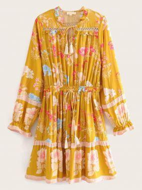 Платье на кулиске с воротником-бантом и цветочным принтом