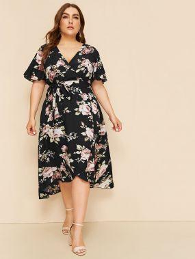 Платье размера плюс с цветочным принтом и поясом