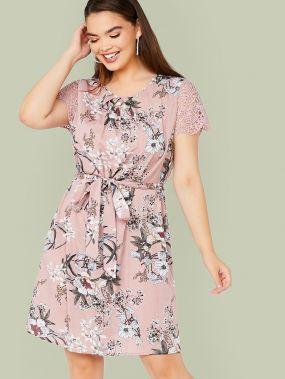 Платье размера плюс с кружевным рукавом, цветочным принтом и поясом