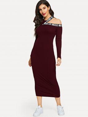 Вязаное ребристое платье с асимметричным воротником