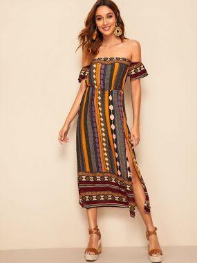 Платье с открытыми плечами, разрезом и племенным принтом