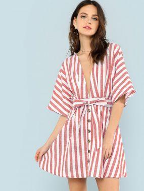 Платье с полосками и пуговицами с v воротником