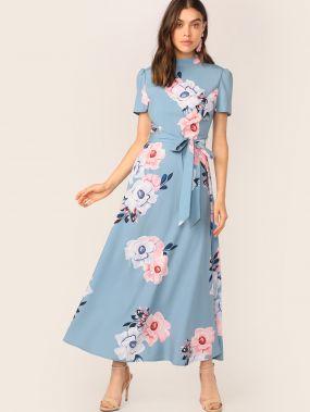 Приталенное расклешенное платье с цветочным принтом и воротником-стойка
