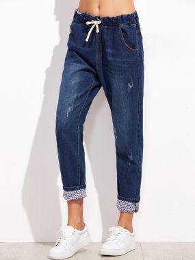 Синие джинсы на кулиске
