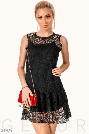 Короткое платье из кружева