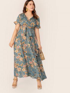 Платье на запах с оригинальным рукавом и принтом размера плюс