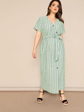 Полосатое платье размера плюс с пуговицами и поясом