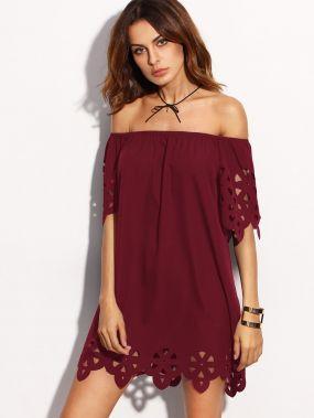 Модное платье с узором и открытыми плечами