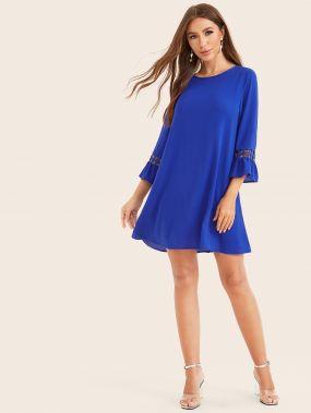 Платье с оборкой и кружевной вставкой
