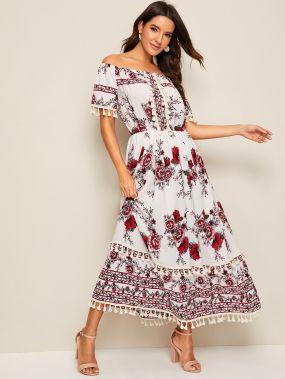 Длинное платье с открытыми плечами и цветочным принтом