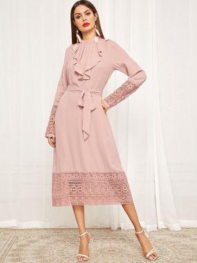 Платье с гипюровой кружевной отделкой и поясом