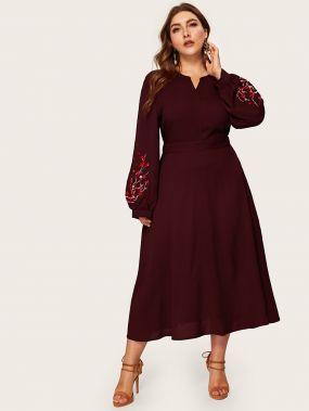 Платье с оригинальным рукавом и вышивкой размера плюс