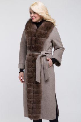Утепленное осеннее пальто с меховым воротником