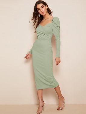 Платье-карандаш с разрезом и оригинальным рукавом