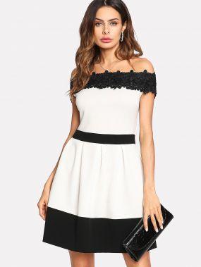 Модное платье с кружевной вставкой и открытыми плечами