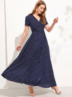 Платье в горошек с поясом и запахом