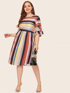 Полосатое платье с оригинальным рукавом размера плюс