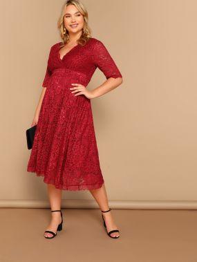 Размера плюс кружевное платье-клёш с V-образным вырезом